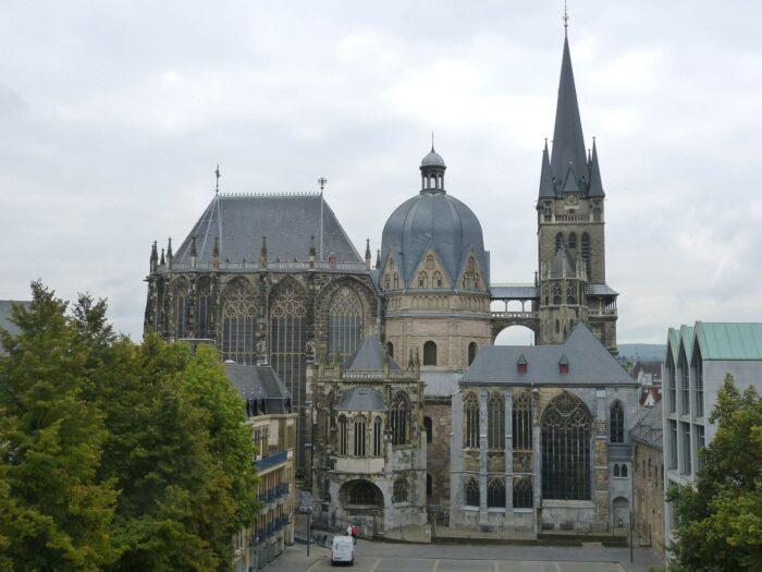①アーヘン大聖堂(ドイツ)